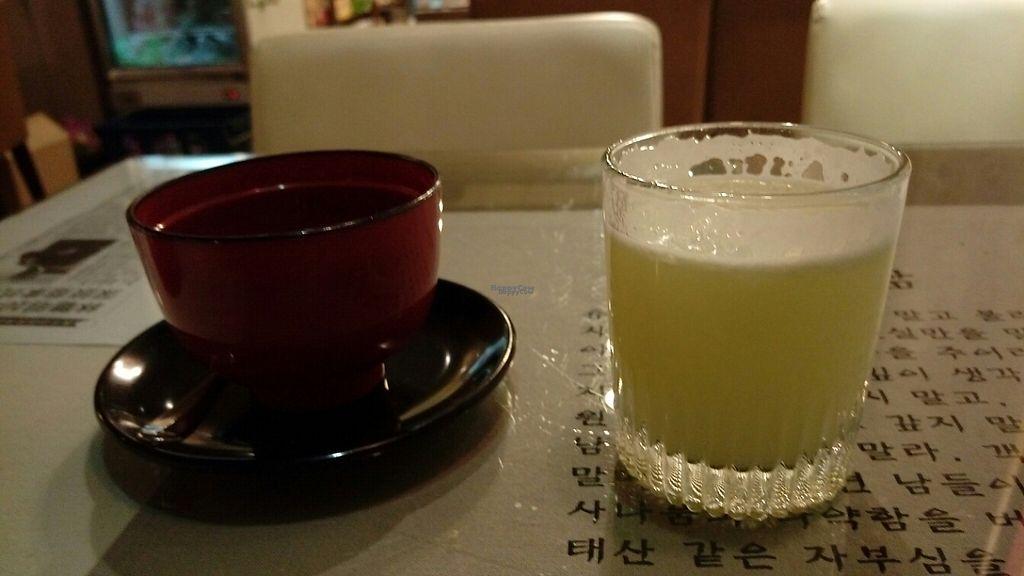 "Photo of Zi Yuay Tsian Shir - Day Moon Zen Food  by <a href=""/members/profile/fguarachi"">fguarachi</a> <br/>lemonade and desert <br/> January 12, 2017  - <a href='/contact/abuse/image/43562/211379'>Report</a>"
