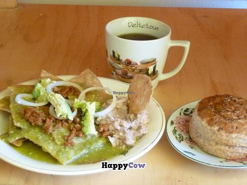 "Photo of 9 or 6 Coffee with Cats  by <a href=""/members/profile/CharlyCholucleto"">CharlyCholucleto</a> <br/>Desayuno vegano con chilaquiles verdes y chorizo vegano. Incluye pan de dulce o salado y taza grande de café americano <br/> November 29, 2013  - <a href='/contact/abuse/image/43601/59310'>Report</a>"