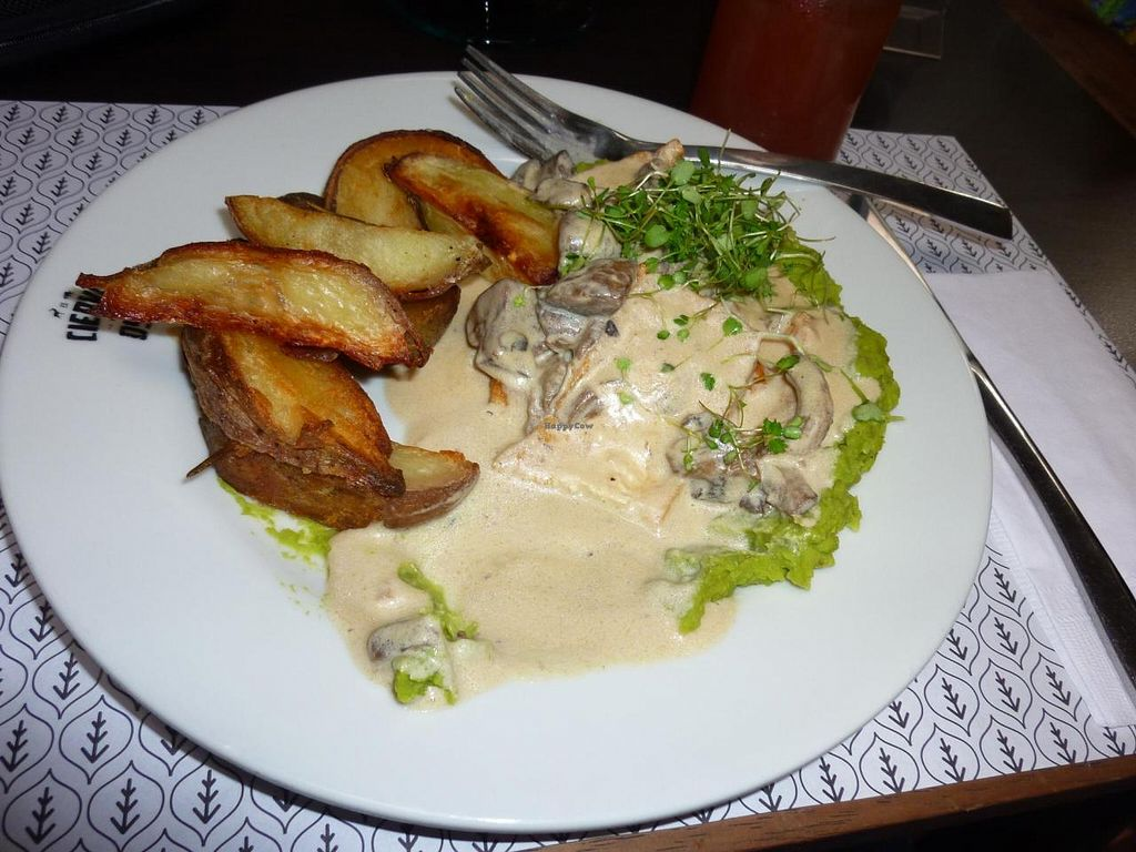 """Photo of El Ciervo y El Oso  by <a href=""""/members/profile/Fibonacci"""">Fibonacci</a> <br/>My lunch: tofu with mushroom sauce and mashed peas, and baked potatos with rosemary <br/> September 17, 2014  - <a href='/contact/abuse/image/43624/80253'>Report</a>"""