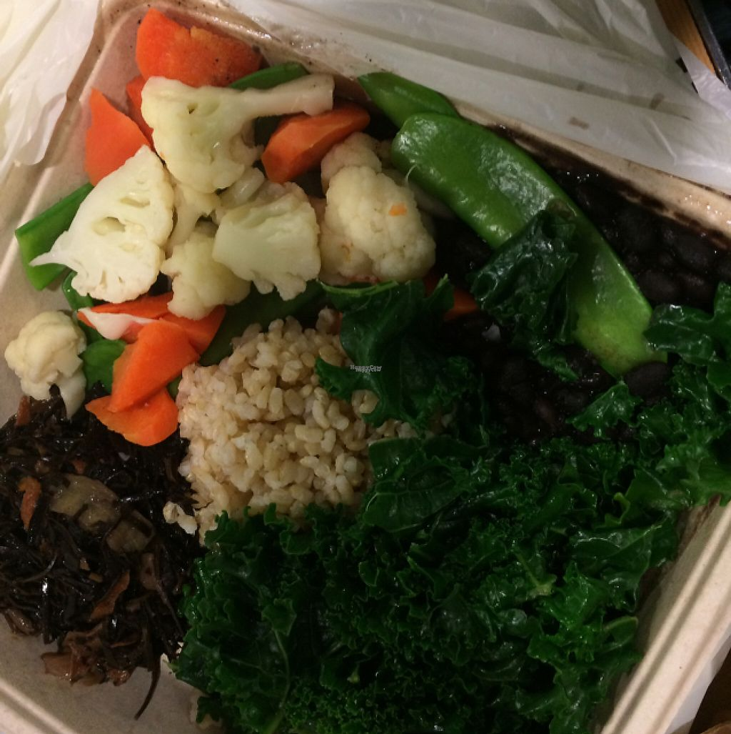 "Photo of LAX - Real Food Daily - T4  by <a href=""/members/profile/evoontoast"">evoontoast</a> <br/>Vegetables, rice, seaweed, and A LOT of kale <br/> February 27, 2017  - <a href='/contact/abuse/image/43761/230990'>Report</a>"