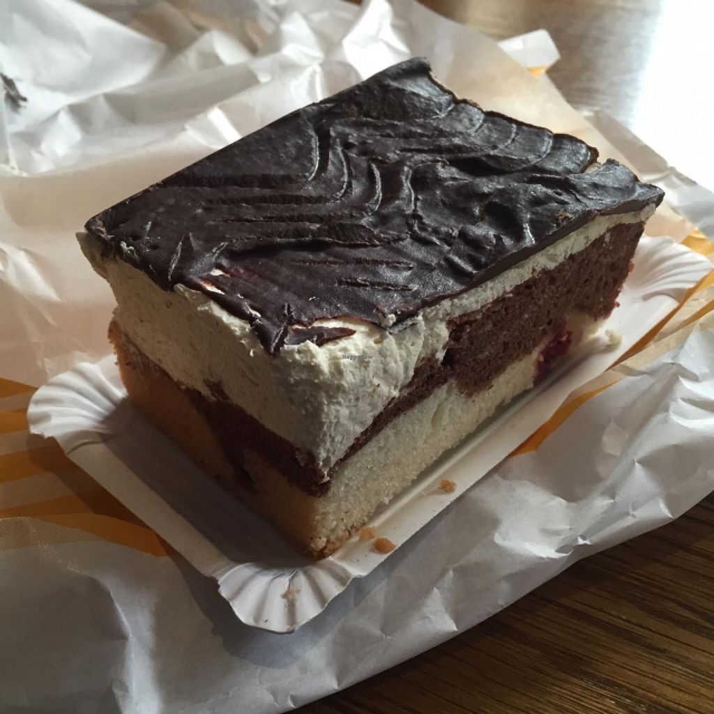 """Photo of Der Baecker Kahl  by <a href=""""/members/profile/Aliwg"""">Aliwg</a> <br/>vegan cake  <br/> April 28, 2015  - <a href='/contact/abuse/image/43814/100503'>Report</a>"""
