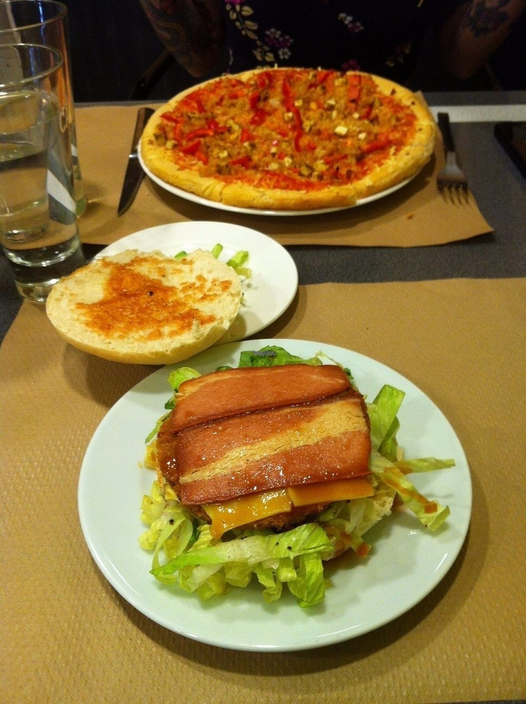 """Photo of El Sol  by <a href=""""/members/profile/Vitxo"""">Vitxo</a> <br/>Pizza with soja, tofu and pepper, and """"Yankee"""" burger <br/> August 27, 2016  - <a href='/contact/abuse/image/43885/171789'>Report</a>"""