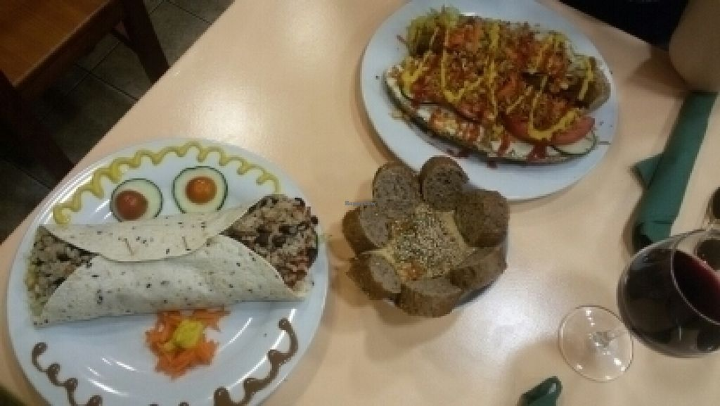 """Photo of CLOSED: Green Break Vegan Restaurant  by <a href=""""/members/profile/Lydiacomeilvento"""">Lydiacomeilvento</a> <br/>Perrito, burrito y hummus <br/> July 21, 2016  - <a href='/contact/abuse/image/43886/161432'>Report</a>"""