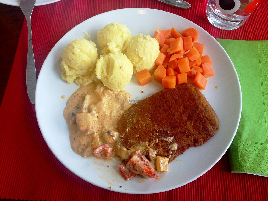 "Photo of Che VEGara  by <a href=""/members/profile/SueClesh"">SueClesh</a> <br/>pepper steak with potatoes and carrots <br/> February 10, 2014  - <a href='/contact/abuse/image/43921/64147'>Report</a>"