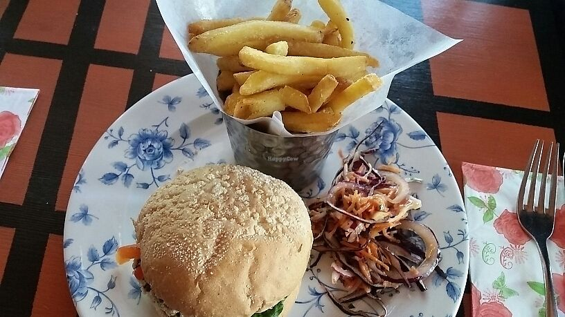 """Photo of The Cosy Club  by <a href=""""/members/profile/konlish"""">konlish</a> <br/>Burger and chips with salad <br/> June 11, 2017  - <a href='/contact/abuse/image/44123/268176'>Report</a>"""