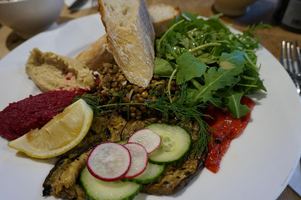 """Photo of Le Pain Quotidien - Lepic  by <a href=""""/members/profile/Ricardo"""">Ricardo</a> <br/>Assiette Végétarienne (Vegan) <br/> October 27, 2014  - <a href='/contact/abuse/image/44131/84027'>Report</a>"""