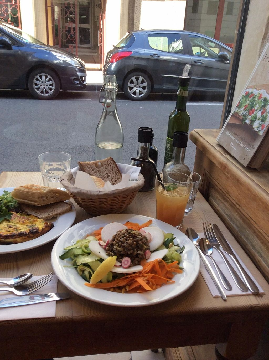 Photo of Le Pain Quotidien - Varenne  by karolina.bujakova <br/>Detox salad, tumeric tonic and gluten-free bread <br/> September 10, 2015  - <a href='/contact/abuse/image/44132/117188'>Report</a>