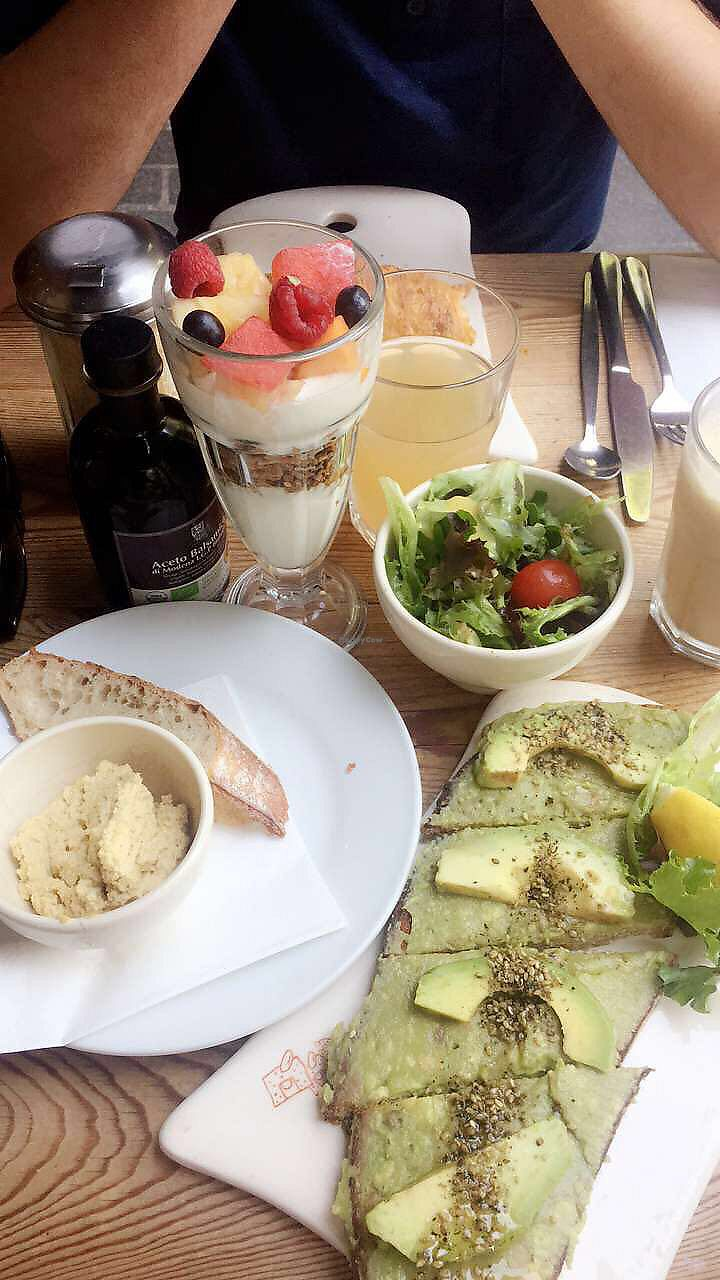 "Photo of Le Pain Quotidien - Marais  by <a href=""/members/profile/Clopy"">Clopy</a> <br/>avocado toats, hummus and salad  <br/> August 21, 2017  - <a href='/contact/abuse/image/44133/295073'>Report</a>"
