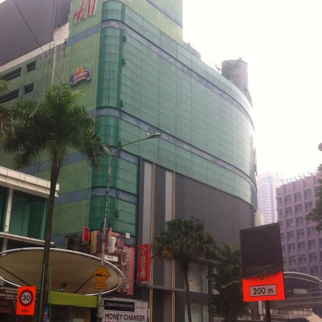 """Photo of Simple Life - Jalan Sultan Ismail  by <a href=""""/members/profile/kasia"""">kasia</a> <br/>lot 10 mall <br/> July 13, 2014  - <a href='/contact/abuse/image/44155/73955'>Report</a>"""