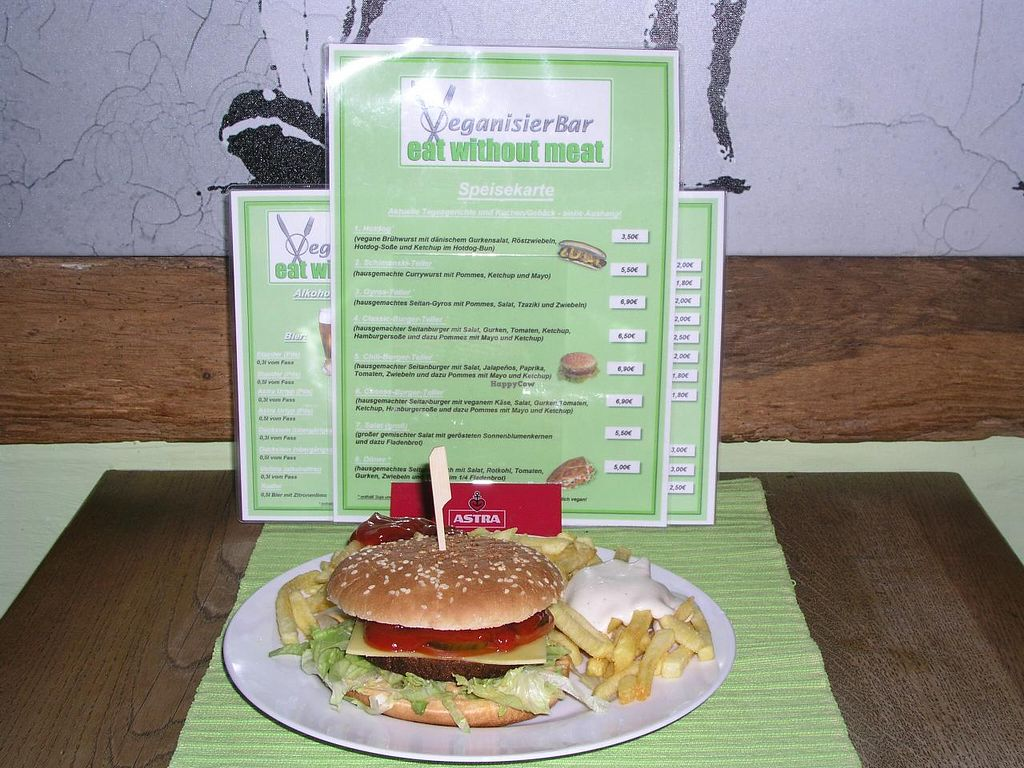 "Photo of CLOSED: VeganisierBar  by <a href=""/members/profile/eat_without_meat"">eat_without_meat</a> <br/>Cheeseburger <br/> March 24, 2015  - <a href='/contact/abuse/image/44173/96812'>Report</a>"