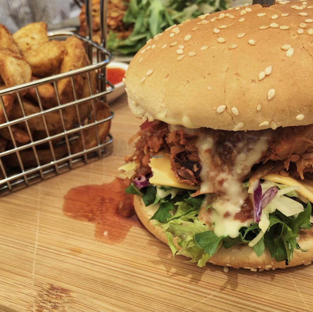 "Photo of The Pearfect Pantry  by <a href=""/members/profile/caitjoy"">caitjoy</a> <br/>Vegan pulled pork (jackfruit) burger <br/> April 10, 2017  - <a href='/contact/abuse/image/44360/246622'>Report</a>"