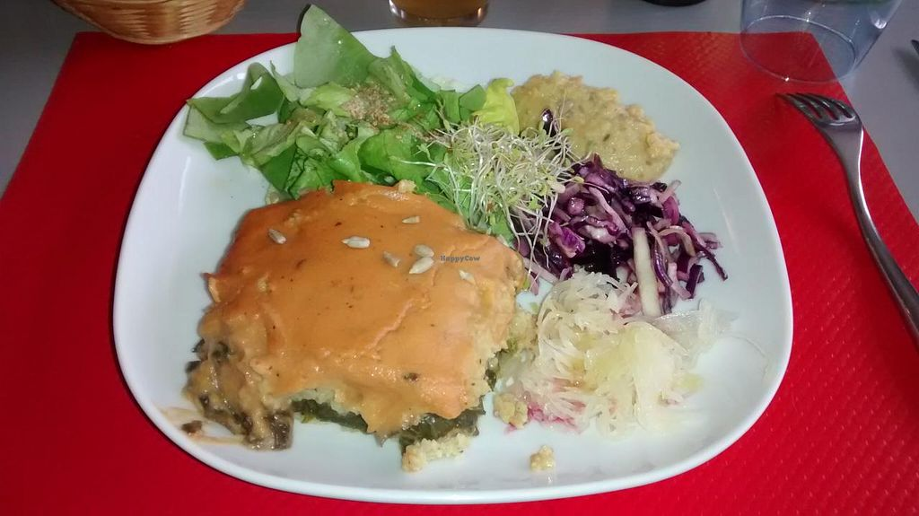 """Photo of Le Bistrot de l'ile  by <a href=""""/members/profile/JonJon"""">JonJon</a> <br/>Vegan plate of the day <br/> February 19, 2015  - <a href='/contact/abuse/image/44401/93507'>Report</a>"""