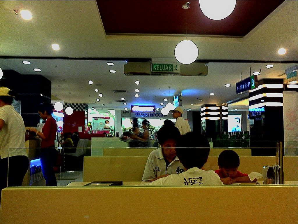 """Photo of Idealite - Gurney Plaza  by <a href=""""/members/profile/Grapevine"""">Grapevine</a> <br/>dining  <br/> November 14, 2014  - <a href='/contact/abuse/image/44427/85608'>Report</a>"""