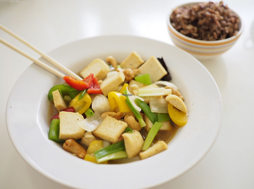 "Photo of Kin-Lum Vegetarian  by <a href=""/members/profile/Optimaprima"">Optimaprima</a> <br/>Cashews and Tofu with Brown Rice (vegan) <br/> March 16, 2017  - <a href='/contact/abuse/image/44557/237018'>Report</a>"