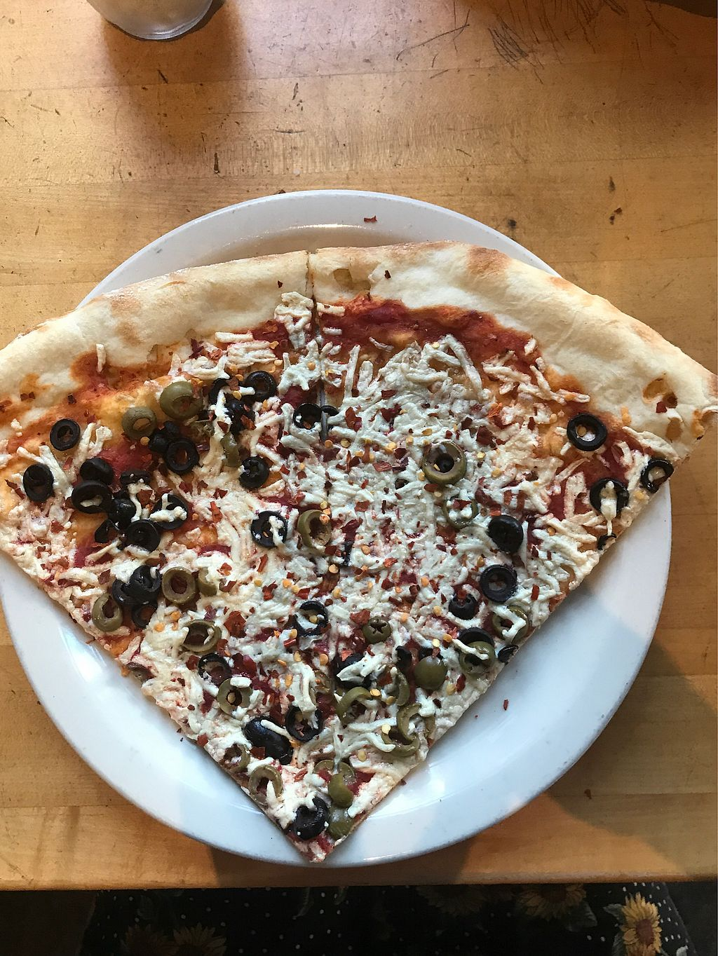 """Photo of Este Pizza - downtown SLC  by <a href=""""/members/profile/AmberPollard"""">AmberPollard</a> <br/>Simple 2 Olive Pizza by the slice  <br/> September 23, 2017  - <a href='/contact/abuse/image/44578/307622'>Report</a>"""