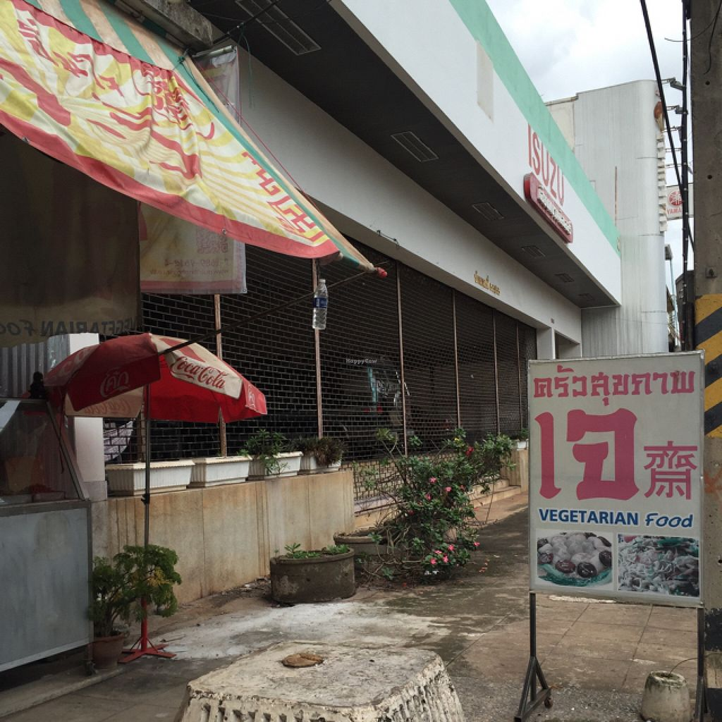 """Photo of Jay - Prajaksinlapacom Road  by <a href=""""/members/profile/Durianrider"""">Durianrider</a> <br/>outside <br/> July 30, 2016  - <a href='/contact/abuse/image/44618/163372'>Report</a>"""