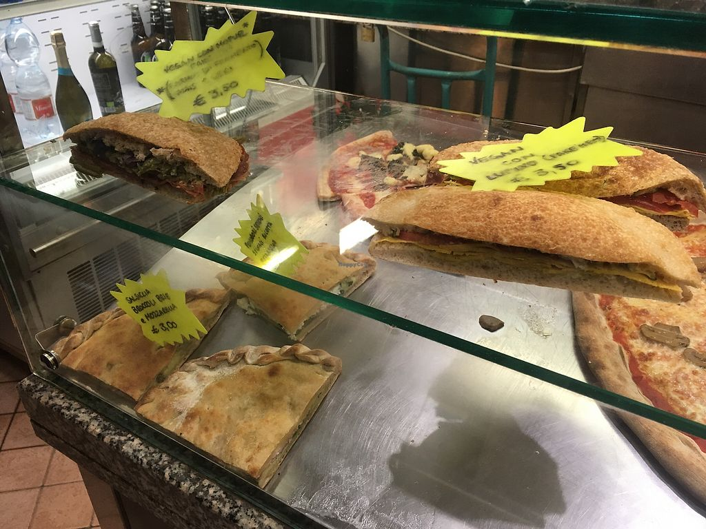 """Photo of Pizzeria L'Angelo  by <a href=""""/members/profile/DasaGebauer"""">DasaGebauer</a> <br/>Sandwiches <br/> January 28, 2018  - <a href='/contact/abuse/image/44673/352093'>Report</a>"""