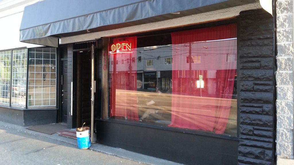 """Photo of The Black Lodge - Kingsway  by <a href=""""/members/profile/eric"""">eric</a> <br/>Outside view <br/> August 10, 2014  - <a href='/contact/abuse/image/44685/76536'>Report</a>"""