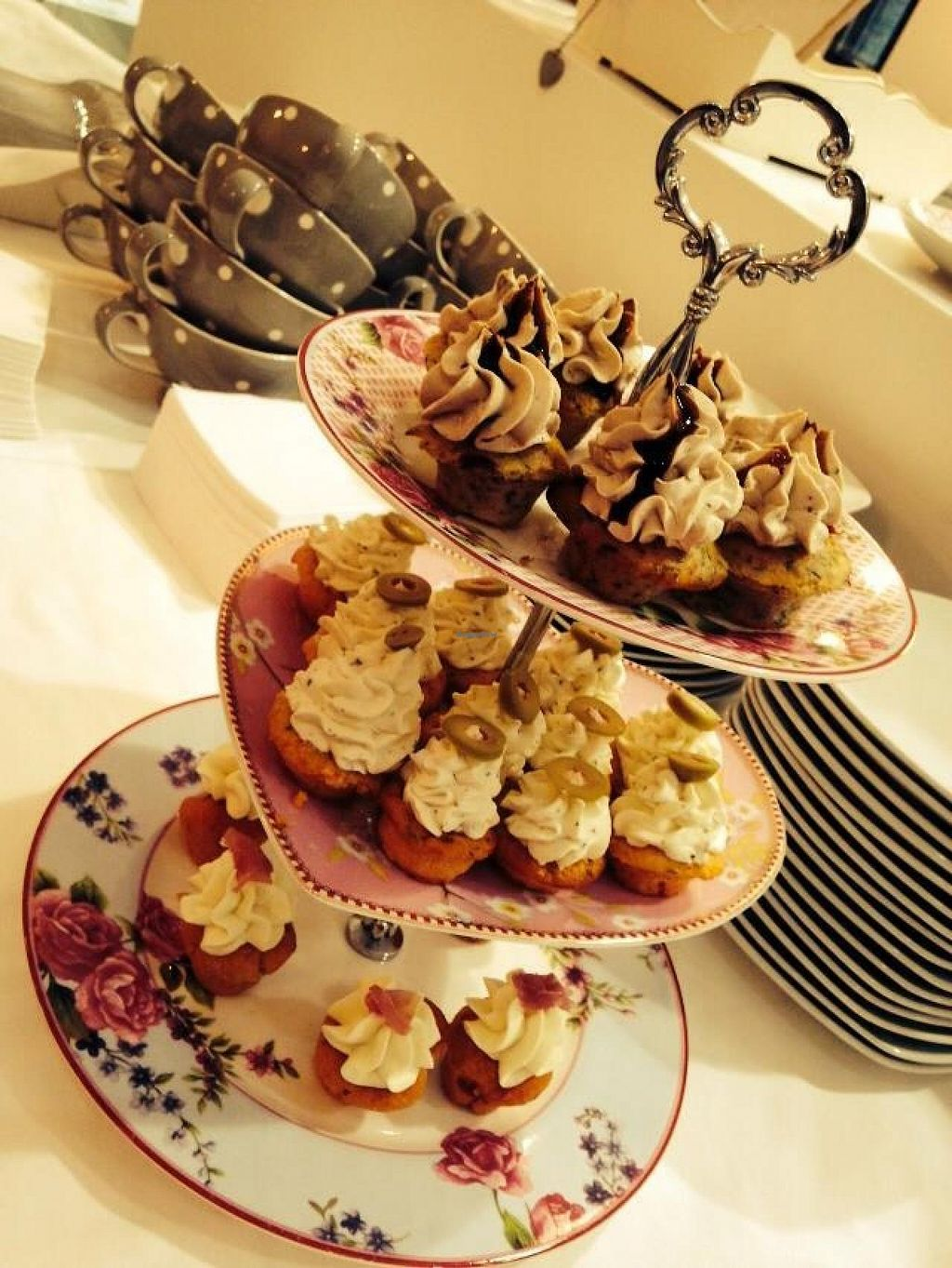 """Photo of CupCakes Wien  by <a href=""""/members/profile/community"""">community</a> <br/> CupCakes Wien <br/> February 9, 2014  - <a href='/contact/abuse/image/44714/63985'>Report</a>"""