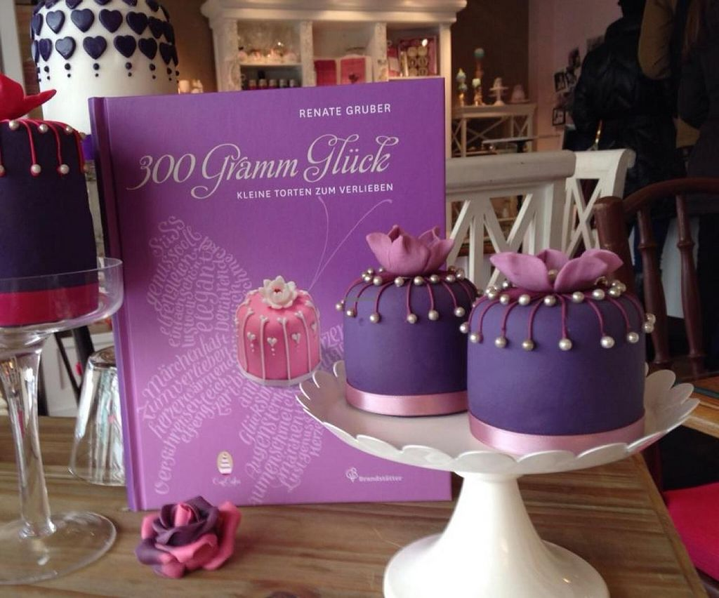 """Photo of CupCakes Wien  by <a href=""""/members/profile/community"""">community</a> <br/> CupCakes Wien <br/> February 9, 2014  - <a href='/contact/abuse/image/44714/63986'>Report</a>"""