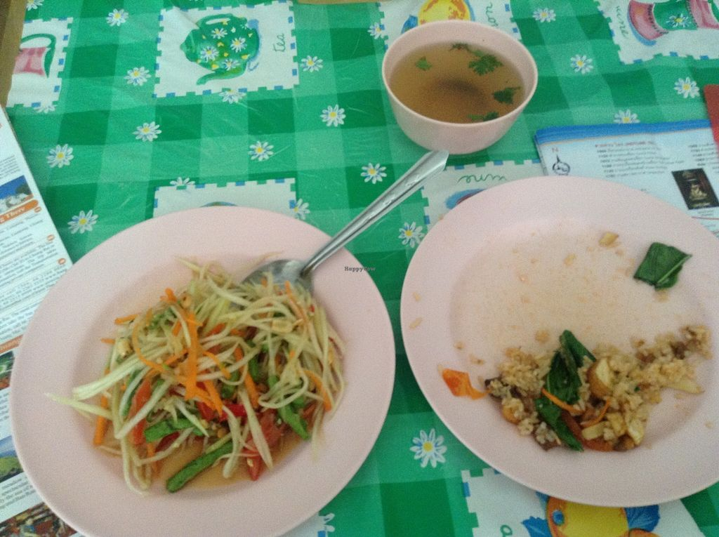 """Photo of CLOSED: Jay 99 - Youta Vegetarian Food  by <a href=""""/members/profile/YozzyOti"""">YozzyOti</a> <br/>som tum thai and fried rice come with a complementary soup <br/> September 17, 2015  - <a href='/contact/abuse/image/44927/118121'>Report</a>"""