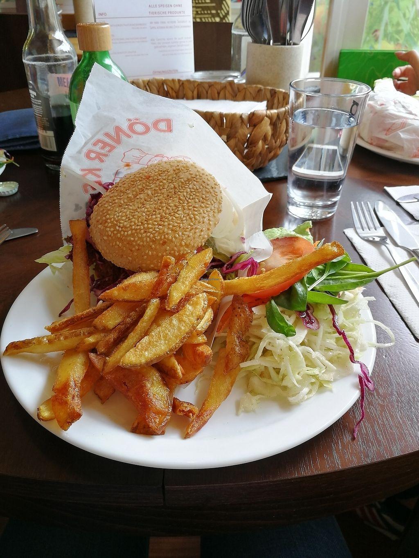 "Photo of Zum Gluecklichen Bergschweinchen  by <a href=""/members/profile/Julia_Osx"">Julia_Osx</a> <br/>Jackfrucht Burger mit Pommes und Salat :)  <br/> July 29, 2017  - <a href='/contact/abuse/image/44931/286203'>Report</a>"