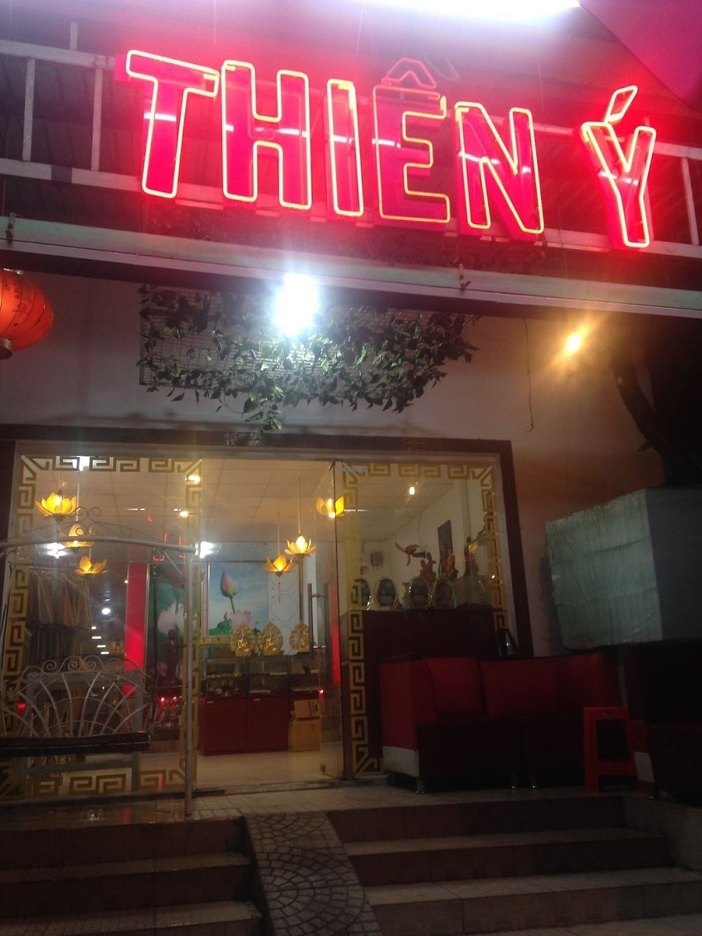"""Photo of Thien Y  by <a href=""""/members/profile/harryang"""">harryang</a> <br/>Thien Y <br/> April 1, 2017  - <a href='/contact/abuse/image/45027/243566'>Report</a>"""