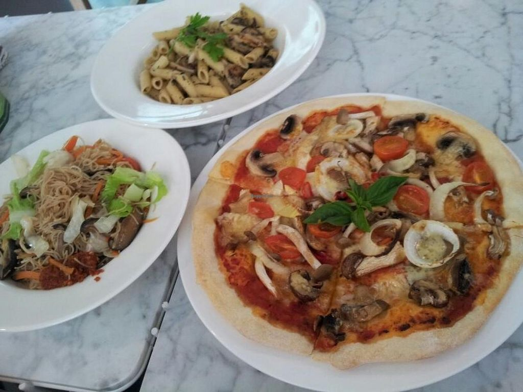 """Photo of Real Food  by <a href=""""/members/profile/iceman"""">iceman</a> <br/>Another favorite pizza... Love both - Joe <br/> March 26, 2014  - <a href='/contact/abuse/image/45103/66578'>Report</a>"""
