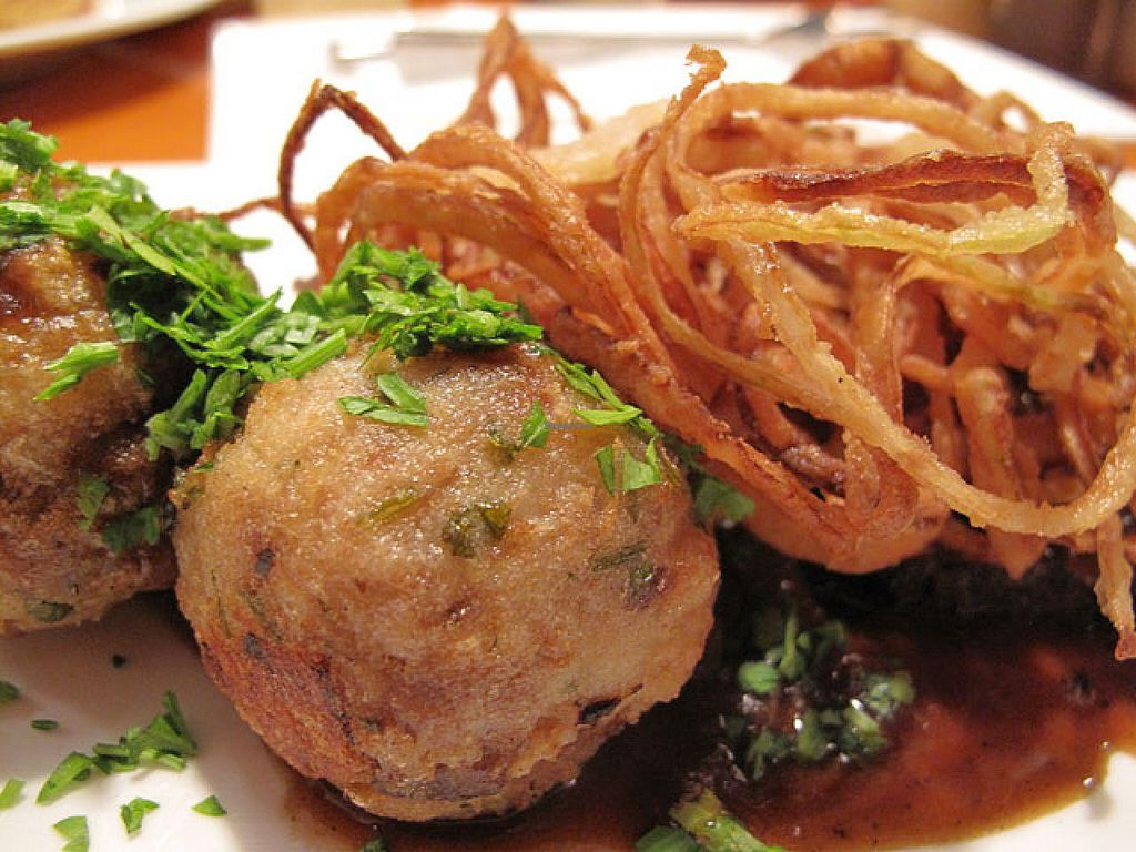 """Photo of Oben  by <a href=""""/members/profile/lallilaranja"""">lallilaranja</a> <br/>'Zwiebelrostbraten' includes bread dumplings and roasted onions served together with homemade seitan <br/> October 10, 2014  - <a href='/contact/abuse/image/45133/82558'>Report</a>"""