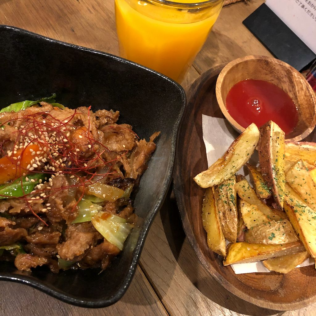 """Photo of Paprika Shokudo Vegan  by <a href=""""/members/profile/SimonJohnson"""">SimonJohnson</a> <br/>Donburi and """"French fries"""" <br/> March 30, 2018  - <a href='/contact/abuse/image/45738/378193'>Report</a>"""