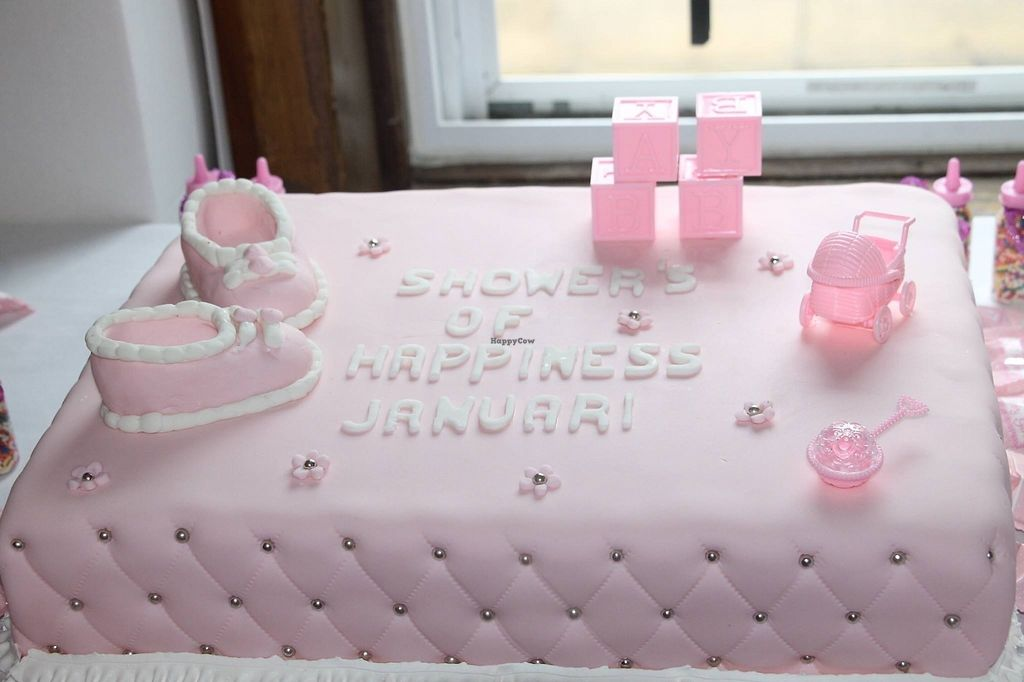 """Photo of Rose Valley Cakes  by <a href=""""/members/profile/Fade2purple"""">Fade2purple</a> <br/>Vegan baby shower cake <br/> July 23, 2017  - <a href='/contact/abuse/image/45900/283438'>Report</a>"""