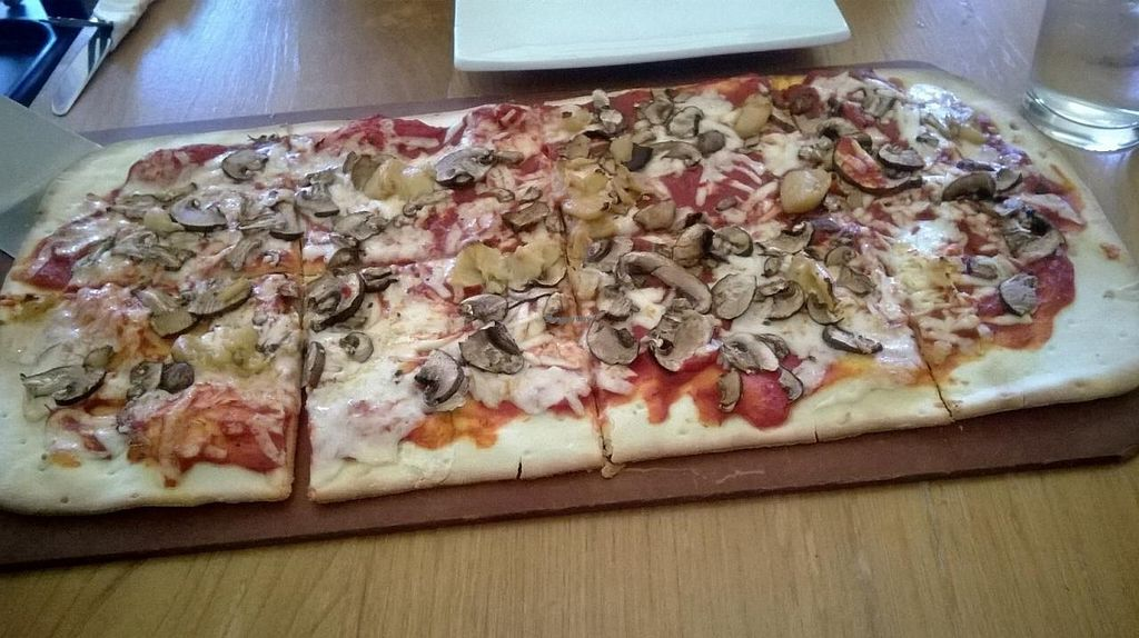 """Photo of Earth Pizza  by <a href=""""/members/profile/Isamara"""">Isamara</a> <br/>'The Vegan' on gluten-free pie. Crimini mushrooms, roasted garlic, organic tomato sauce and soy cheese (Daiya cheese).  <br/> April 11, 2015  - <a href='/contact/abuse/image/46042/98664'>Report</a>"""