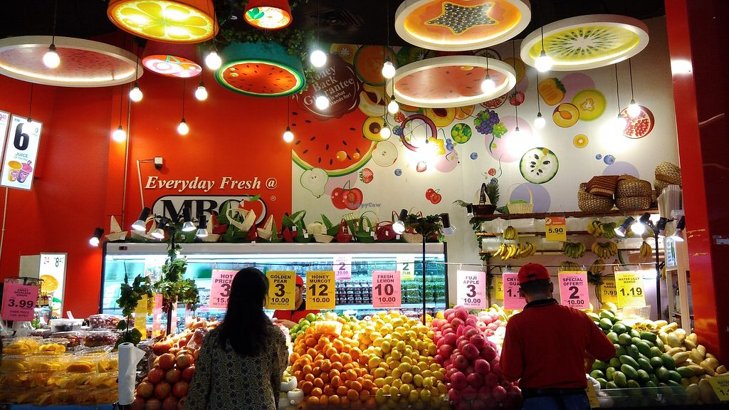 """Photo of MBG Fruit Shop - Tun Sambathan  by <a href=""""/members/profile/ChoyYuen"""">ChoyYuen</a> <br/>Whole fruits <br/> April 13, 2018  - <a href='/contact/abuse/image/46379/385075'>Report</a>"""