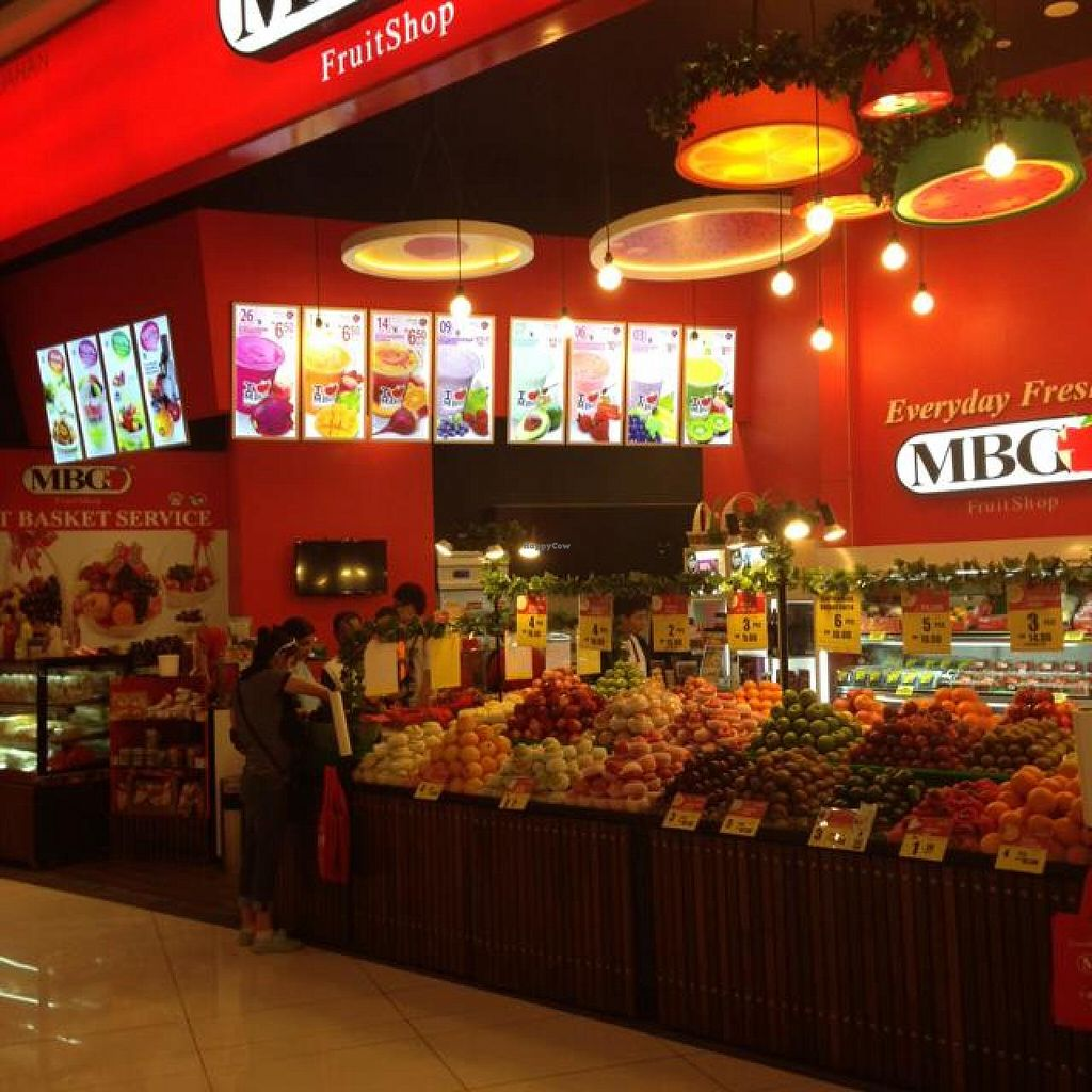 """Photo of MBG Fruit Shop - Tun Sambathan  by <a href=""""/members/profile/AndyT"""">AndyT</a> <br/>Fresh fruit, whole <br/> April 8, 2014  - <a href='/contact/abuse/image/46379/67256'>Report</a>"""