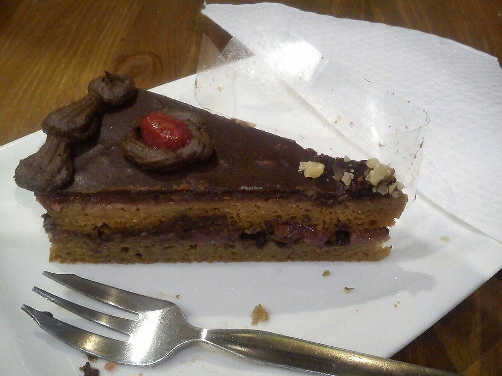 "Photo of Edes Elet Cukraszda  by <a href=""/members/profile/FernandoMoreira"">FernandoMoreira</a> <br/>carrot cake with raspberry <br/> November 4, 2017  - <a href='/contact/abuse/image/46548/321759'>Report</a>"