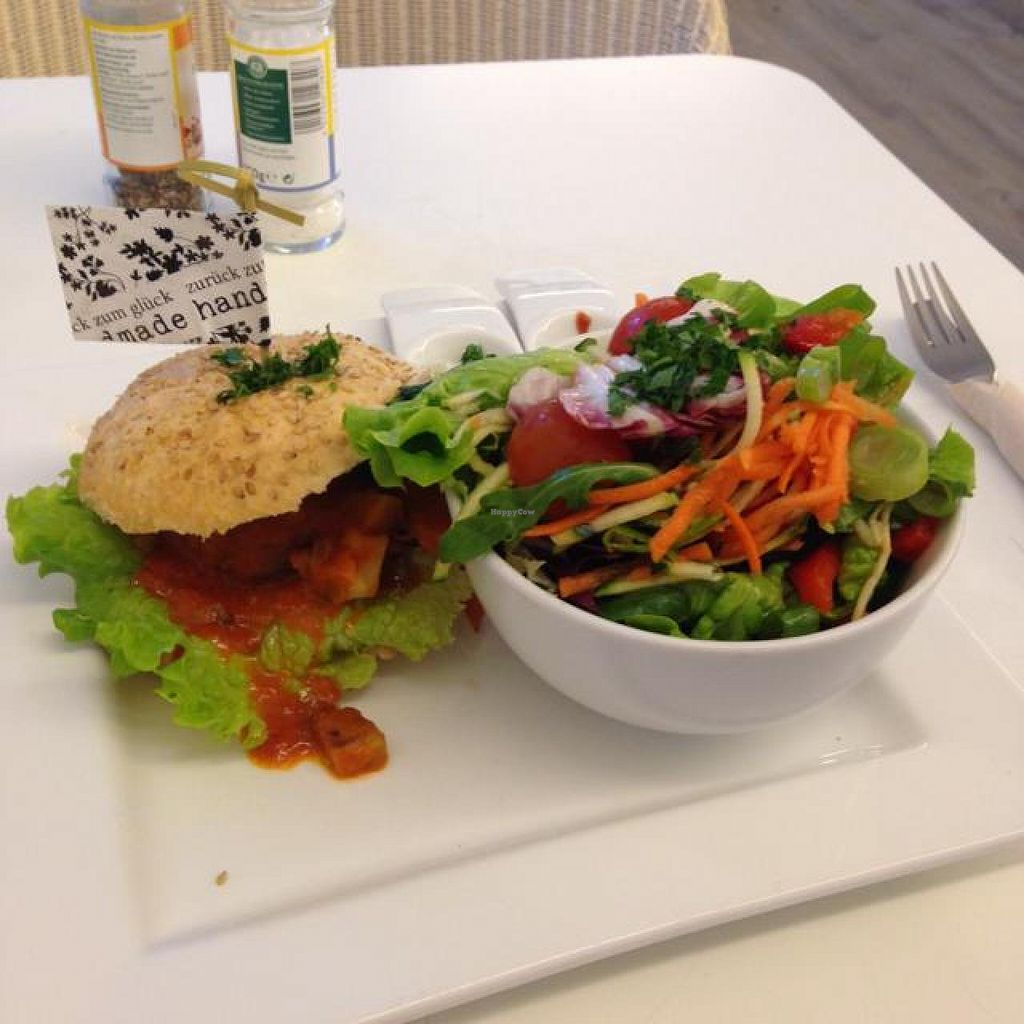 """Photo of Zurueck zum Glueck  by <a href=""""/members/profile/AndyT"""">AndyT</a> <br/>Vegan burger (including salad) <br/> April 19, 2014  - <a href='/contact/abuse/image/46613/67949'>Report</a>"""