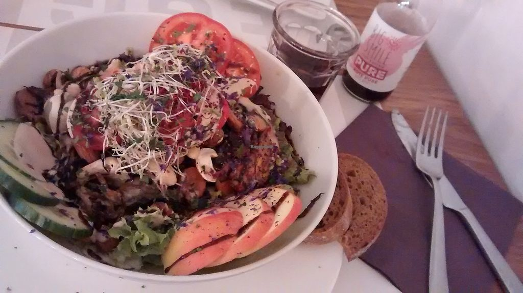 """Photo of Die Zauberei  by <a href=""""/members/profile/SaraC."""">SaraC.</a> <br/>A """"magic"""" salad <br/> March 10, 2018  - <a href='/contact/abuse/image/46632/368998'>Report</a>"""