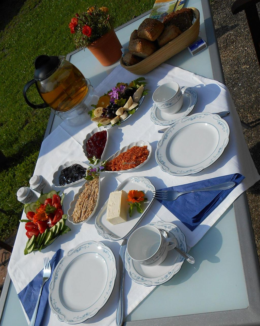 "Photo of Hof Friedensland  by <a href=""/members/profile/AchimGuldner"">AchimGuldner</a> <br/>Breakfast in the courtyard of Hof Friedensland. Delicious! <br/> May 22, 2015  - <a href='/contact/abuse/image/47087/103048'>Report</a>"