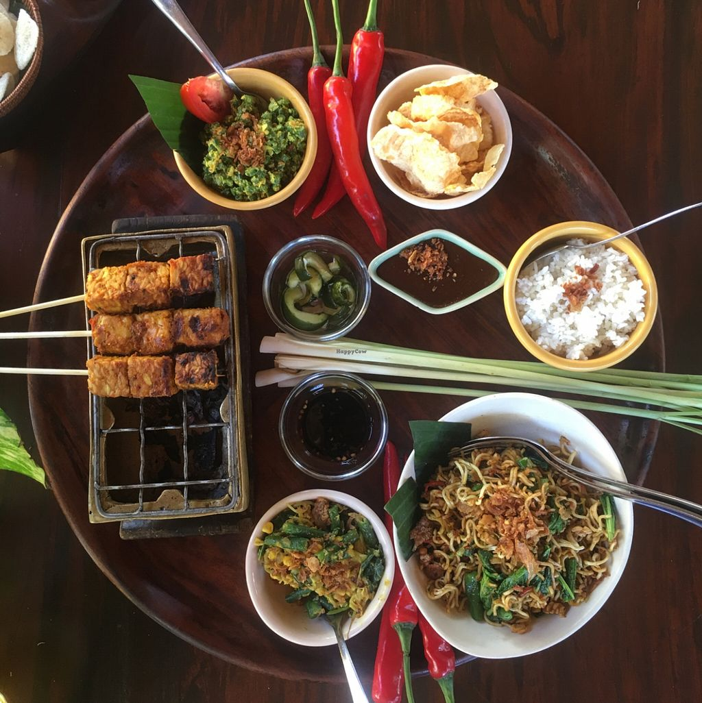 "Photo of Bumbu Bali 1  by <a href=""/members/profile/happycandy"">happycandy</a> <br/>vegan fried noodle banquet  <br/> May 1, 2016  - <a href='/contact/abuse/image/47190/147044'>Report</a>"