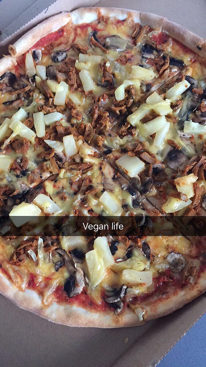 """Photo of Etna Pizzeria  by <a href=""""/members/profile/Emmarooos"""">Emmarooos</a> <br/>Hawaii with mushrooms and seitan-kebab meat instead of ham <br/> August 7, 2017  - <a href='/contact/abuse/image/47243/290046'>Report</a>"""