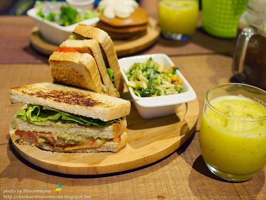 """Photo of Miss Green  by <a href=""""/members/profile/bluesomeone"""">bluesomeone</a> <br/>vegan avocado sandwich <br/> September 22, 2014  - <a href='/contact/abuse/image/47254/80769'>Report</a>"""
