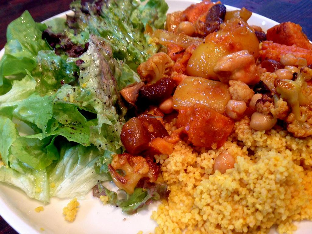 """Photo of El Naturista  by <a href=""""/members/profile/Farsante"""">Farsante</a> <br/>Every day during the week the store offers a different vegetarian main course for lunch. Here an example of Couscous with grilled vegetables, dried apricots and chickpeas, always accompanied by a small salad (all organic) <br/> August 15, 2014  - <a href='/contact/abuse/image/47328/77020'>Report</a>"""