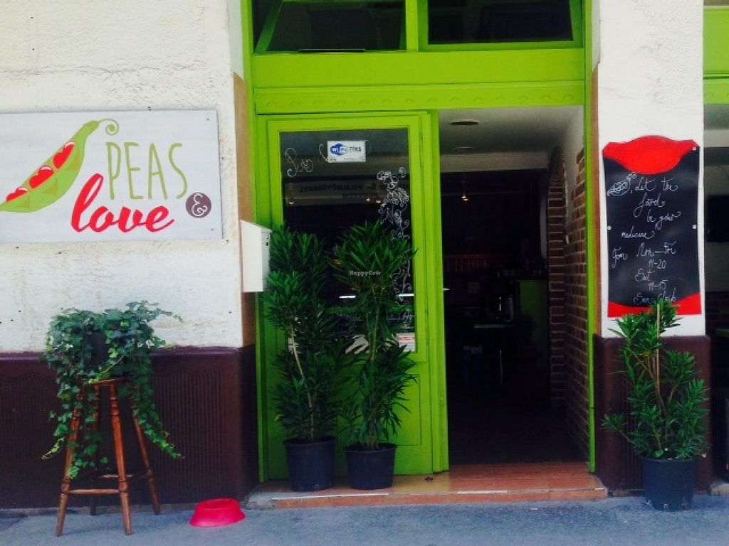 """Photo of CLOSED: Peas and Love  by <a href=""""/members/profile/RebecaA.Popa"""">RebecaA.Popa</a> <br/>Street view <br/> August 21, 2014  - <a href='/contact/abuse/image/47377/77724'>Report</a>"""
