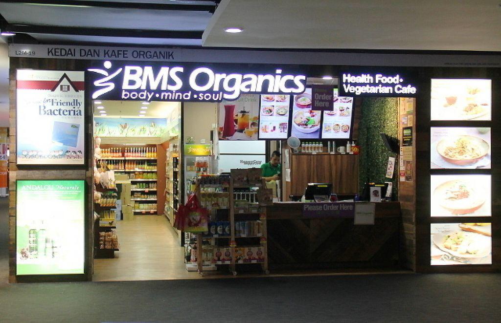 "Photo of Airport - BMS Organics  by <a href=""/members/profile/reissausta%20ja%20ruokaa"">reissausta ja ruokaa</a> <br/>BMS Organics.  <br/> March 10, 2017  - <a href='/contact/abuse/image/47389/234880'>Report</a>"