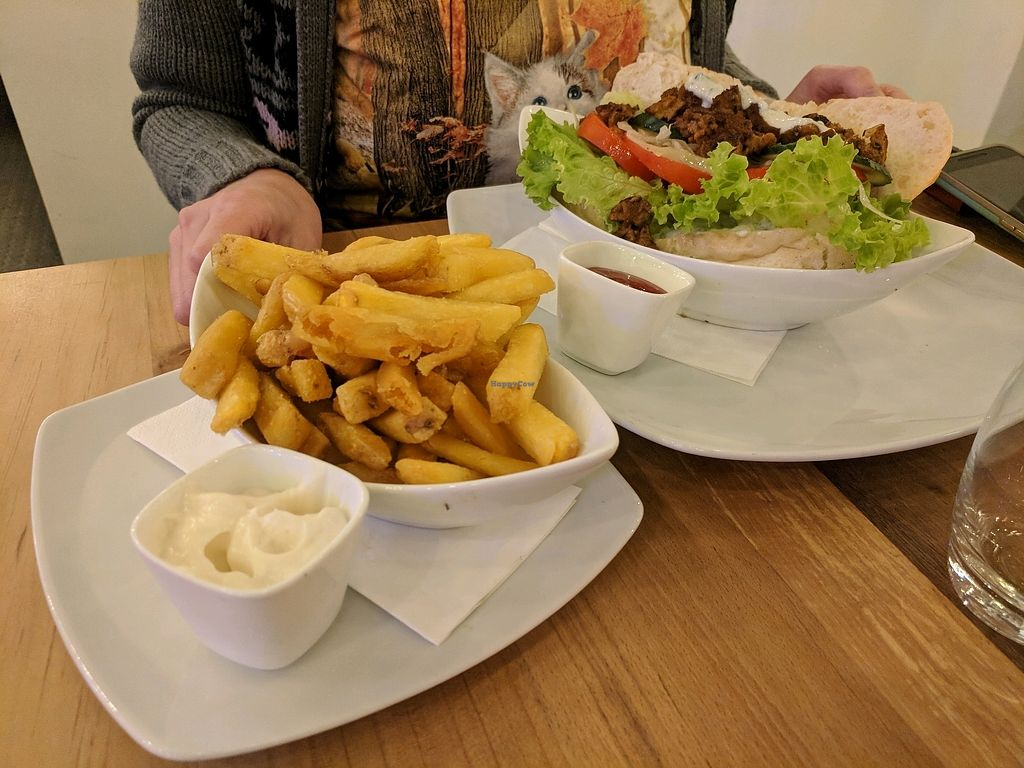 """Photo of Bunte Burger  by <a href=""""/members/profile/mitcharf"""">mitcharf</a> <br/>Döner and truffle fries <br/> October 25, 2017  - <a href='/contact/abuse/image/47443/318623'>Report</a>"""