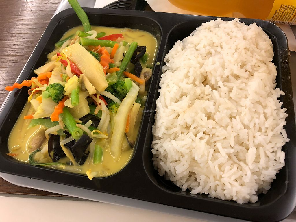 """Photo of Thong Thai - Frankfurt Airport  by <a href=""""/members/profile/Knauji82"""">Knauji82</a> <br/>Green curry with veggies <br/> November 20, 2017  - <a href='/contact/abuse/image/47531/327547'>Report</a>"""