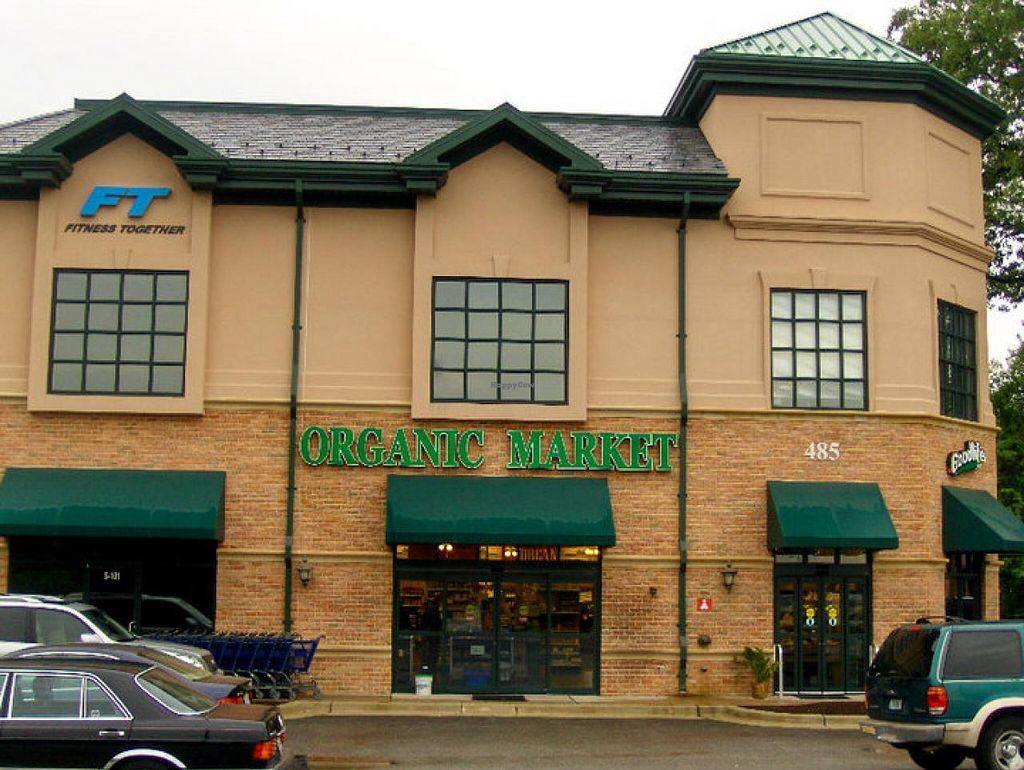 """Photo of CLOSED: Good Life Organic Market  by <a href=""""/members/profile/ohemgee"""">ohemgee</a> <br/>Front of the store <br/> May 30, 2014  - <a href='/contact/abuse/image/47723/71053'>Report</a>"""