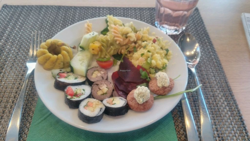"Photo of Cultura Dos Sabores  by <a href=""/members/profile/corepix"">corepix</a> <br/>Assiette du buffet <br/> October 22, 2017  - <a href='/contact/abuse/image/47818/317670'>Report</a>"