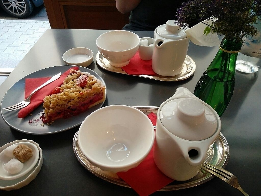 """Photo of L'Atelier des Tartes Cafe and Cantine  by <a href=""""/members/profile/martinicontomate"""">martinicontomate</a> <br/>vegan (?) crumble <br/> June 17, 2017  - <a href='/contact/abuse/image/47986/270169'>Report</a>"""
