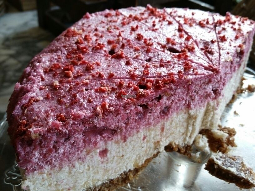 """Photo of Foodilic  by <a href=""""/members/profile/eric"""">eric</a> <br/>raw strawberry cheesecake <br/> October 4, 2016  - <a href='/contact/abuse/image/48026/179630'>Report</a>"""